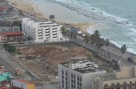 Terreno do Hotel Reis Magos ainda tem destino incerto após um ano da demolição