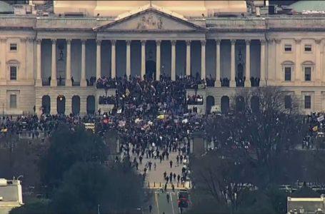 Manifestantes pró-Trump invadem Congresso dos Estados Unidos