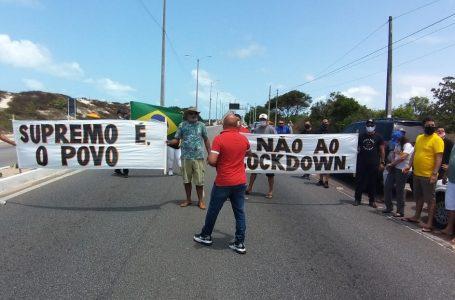 Manifestantes fecham ponte contra medidas de isolamento em Natal