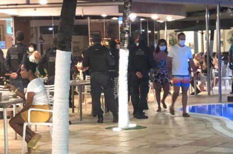 Forças de segurança cumprem decreto em hotel, enquanto facções trocam tiros em Macaíba