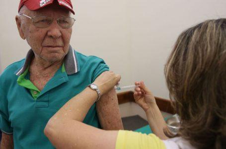 Idosos a partir de 66 anos começam a ser vacinados neste domingo em Natal