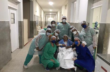Paciente de 100 anos vence a Covid-19 e recebe alta em Natal