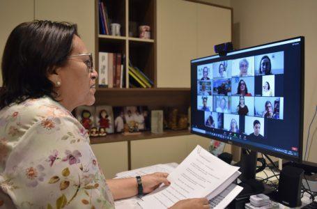 Governadora afirma que aulas presenciais retornam quando condições epidemiológicas permitirem