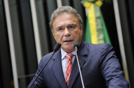 CPI da Covid também deve investigar estados e municípios, diz senador