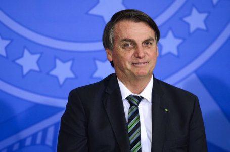 Forças Armadas podem começar a vacinar a população, diz Bolsonaro