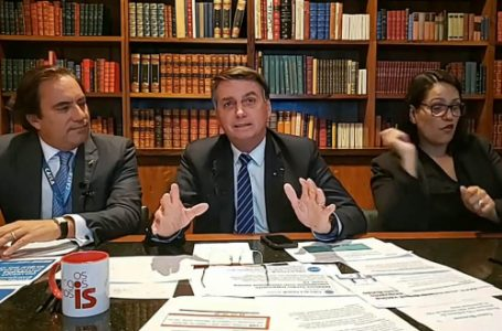 """""""Só Deus me tira da Presidência. E me tira, tirando a minha vida"""", diz Bolsonaro em live"""