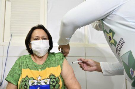 Fátima Bezerra também deve ficar com 2ª dose da Coronavac atrasada; no RN, já são 66 mil nessa situação