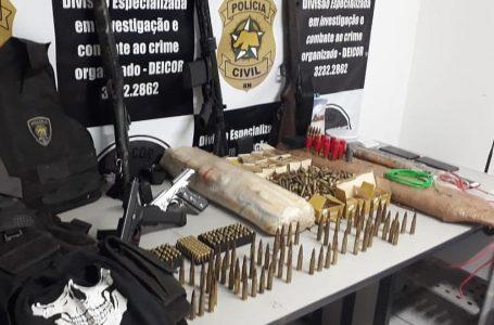 Polícia Civil prende dois suspeitos de realizar assaltos a bancos e apreende fuzis e explosivos