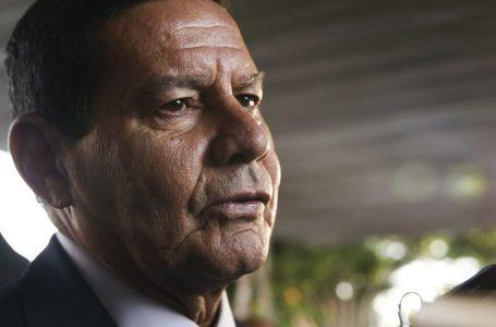 """Mourão minimiza pedidos de impeachment e questiona manifestantes contra o governo: """"Tem aglomeração do bem agora?"""""""
