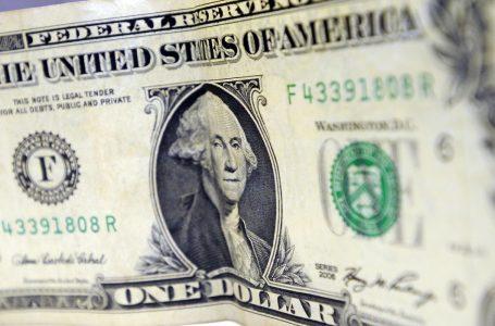 Dólar fecha a R$ 4,97, mas tem maior queda trimestral em 12 anos
