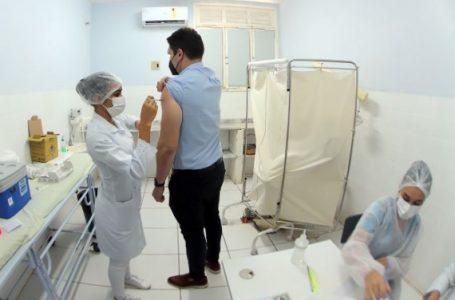 Natal começa a vacinar pessoas de 34 anos nesta quinta-feira (22) e de 33 na sexta (23)