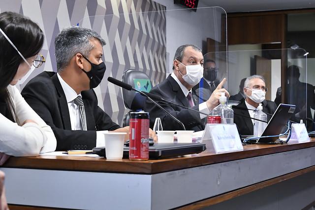 Omar Aziz manda prender ex-diretor da Saúde que depõe na CPI - Rádio 98 FM  Natal