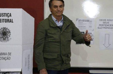 Bolsonaro diz que pretende fazer 'live' com hackers para provar fraude em urna eletrônica