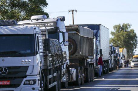 Caminhoneiros organizam paralisação contra aumento dos combustíveis