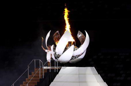 Naomi Osaka acende pira olímpica e confirma status de principal estrela da delegação do Japão
