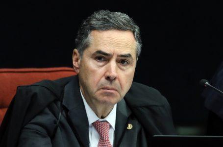 Barroso rebate Bolsonaro e diz que ameaçar eleições é crime de responsabilidade