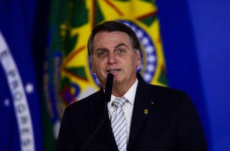 Bolsonaro assina decreto e eleva alíquota do IOF até dezembro para custear novo Bolsa Família
