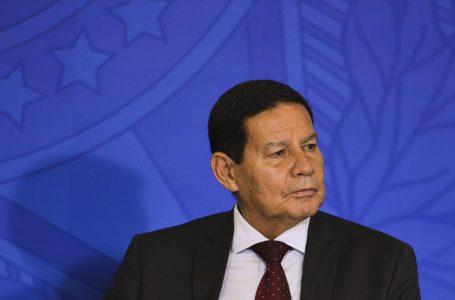 Mourão diz que haverá eleição mesmo sem voto impresso: 'Não somos república de bananas'