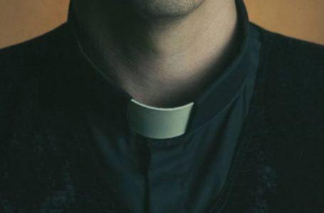 Padre é preso após roubar R$ 617 mil de igreja e gastar com festas e drogas