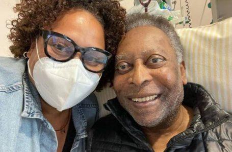 Filha de Pelé nega piora e tranquiliza sobre saúde: 'Se recuperando bem'