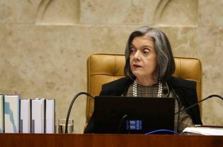 Cármen vota contra prazo para Arthur Lira analisar pedidos de impeachment, mas julgamento é suspenso
