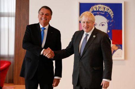 Em reunião nos EUA, Boris Johnson recomenda vacina de Oxford e Bolsonaro diz que não tomou; VÍDEO
