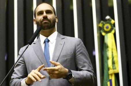 """Eduardo Bolsonaro chama Simone Tebet de """"Maria do Rosário do Senado"""""""