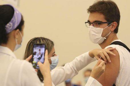 Com médias móveis em queda, Brasil registra 672 mortes de Covid-19 em 24 horas