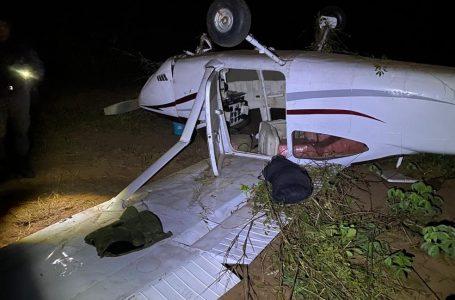 Avião com quase 300 kg de cocaína é interceptado pela FAB e cai no Mato Grosso